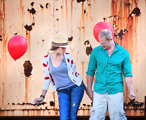 Engagement Shoot, E-Shoot, Couple Shoot, Love Shoot, Couple Photography, Wedding Photography, Urban, Fun, Balloons, Red (8)