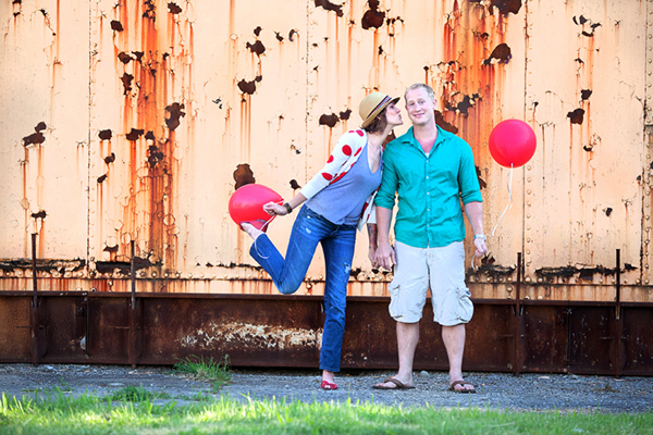 Engagement Shoot, E-Shoot, Couple Shoot, Love Shoot, Couple Photography, Wedding Photography, Urban, Fun, Balloons, Red (7)