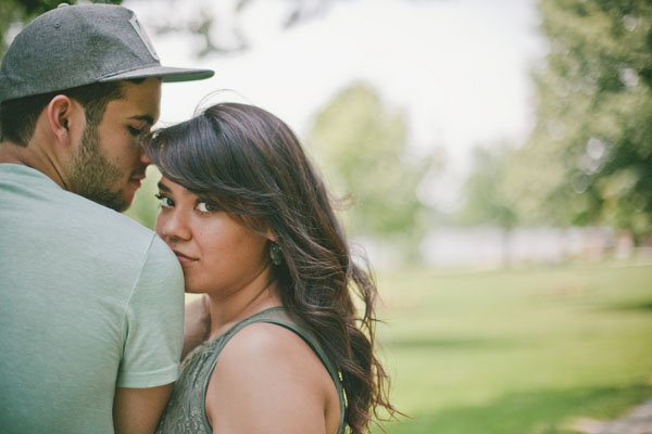 love shoot, engagement shoot, e-shoot, couples shoot, prewedding shoot, props, antique shopping, outdoor shoot, picnic shoot, Estanisao Photography (2)