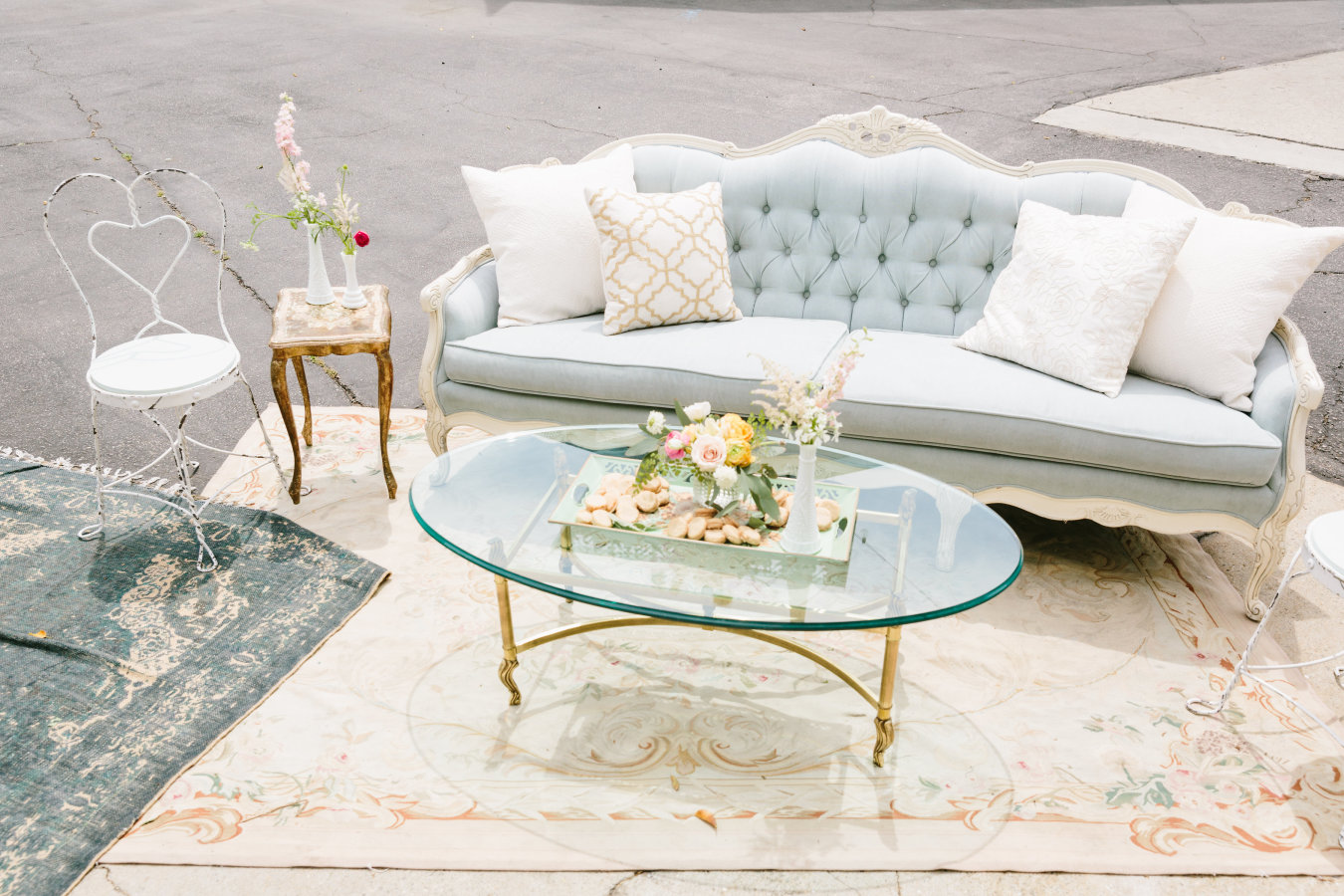 WeddWedding lounge decor, wedding styling, wedding stylist wedding planner, UK wedding planner, expert wedding tipsing lounges, wedding styling, wedding stylist wedding planner, UK wedding planner, expert wedding tips